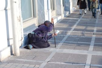 1329492197-the-face-of-poverty-in-greece_1056493